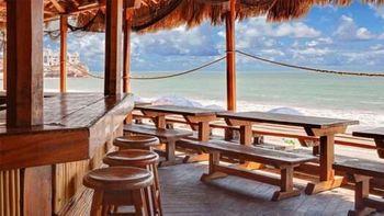 Mazatlan-Hotel-and-Resort-Restaurant-along-the-beach.jpg