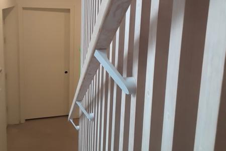 Modern-white-handrail-brackets