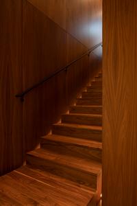 Black-wall-mounted-handrail