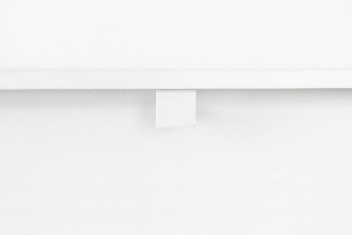 Contemporary-white-rail-with-white-handrail-bracket
