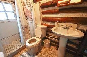 Cabin-18-bathroom-5b5f535db0c76-1140x758.jpg