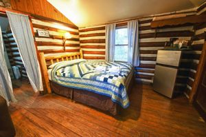 Cabin-18-living-bedroom-1c-5b5f534eafa3c-1140x758.jpg