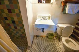Cabin-5-bathroom-2-5b5f503279950-1140x758.jpg