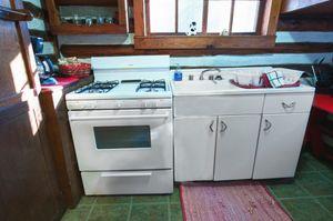 Cabin-8-kitchen-5b563bdee3137-1140x758.jpg