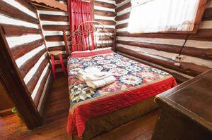 Cabin-8-bedroom-2-5b563bd2d9f2b-1140x758.jpg