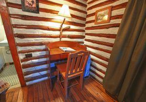 Cabin-5-desk-5b5f848247f5c-1140x803.jpg