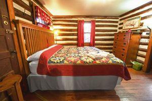 Cabin-8-bedroom-1a-5b563bcf23cca-1140x759.jpg