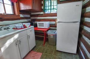Cabin-8-kitchen-2-5b563bdb452ab-1140x758.jpg