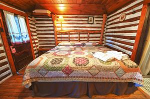 Cabin-5-bedroom-2-5b5f849a41354-1140x758.jpg