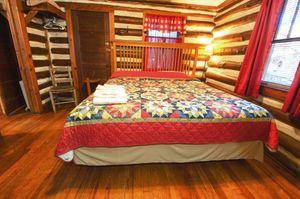 Cabin-8-bedroom-1-5b563bf1e531e-1140x757.jpg