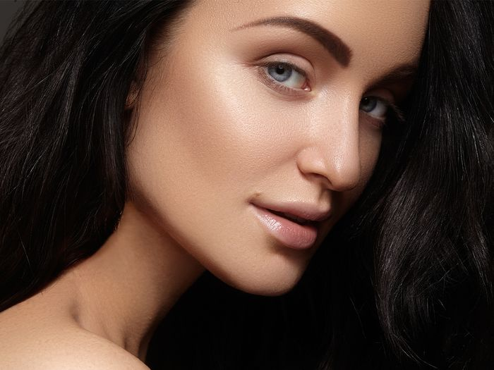 An image of a woman with beautifully shaped and filled in eyebrows