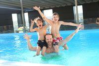 swimming-pool-765312_640.jpg