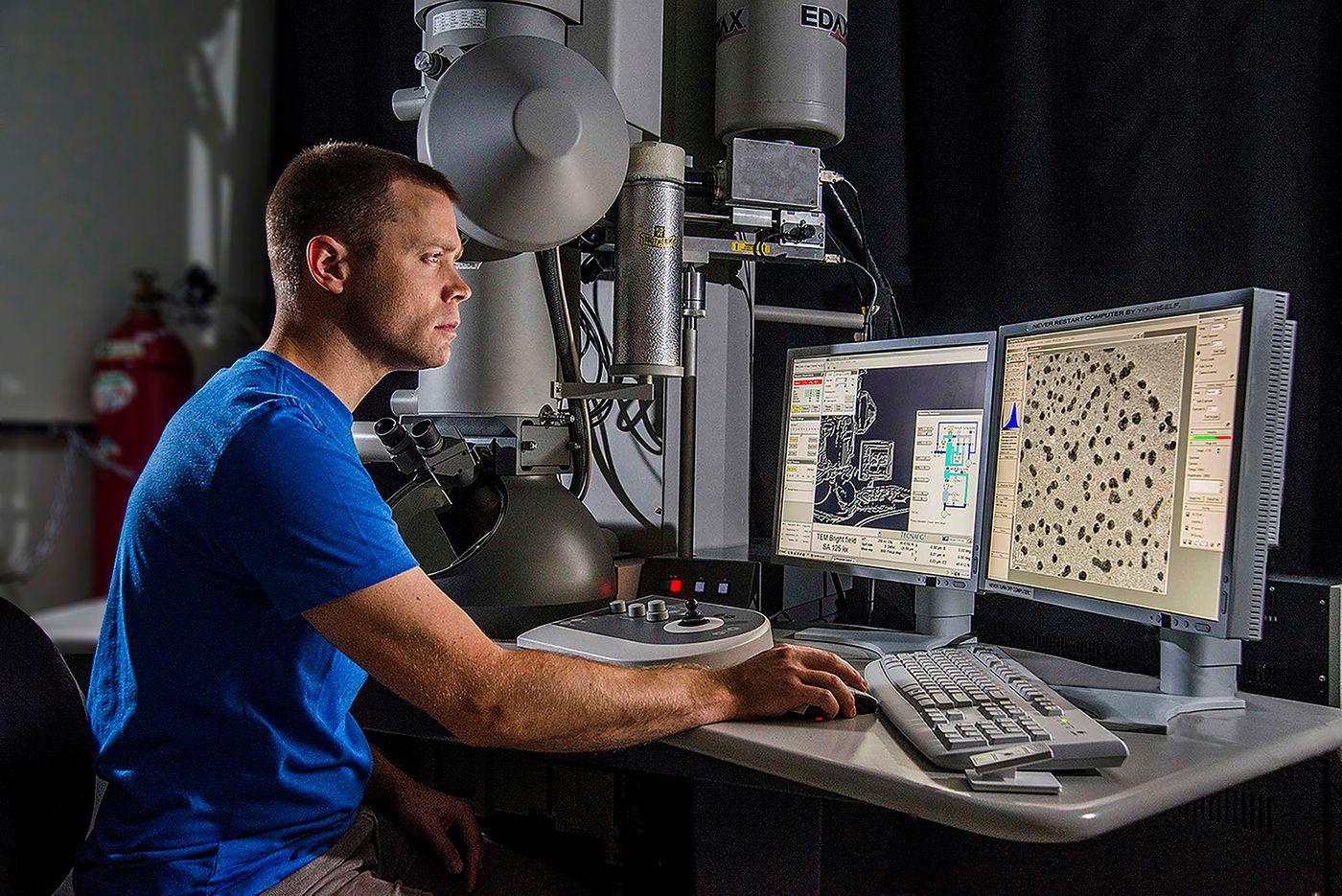 ©2017 Stewart Hopkins UW Moeis Electron Microscope.jpg