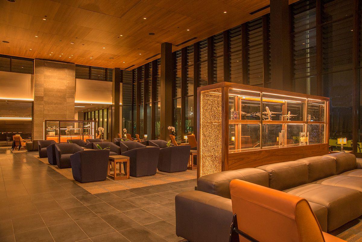 Paine Field Alaska/United Terminal Lounge