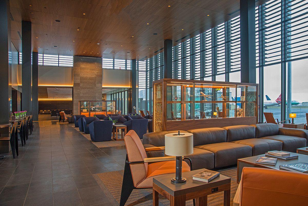 Paine Field Alaska/United Airlines Terminal