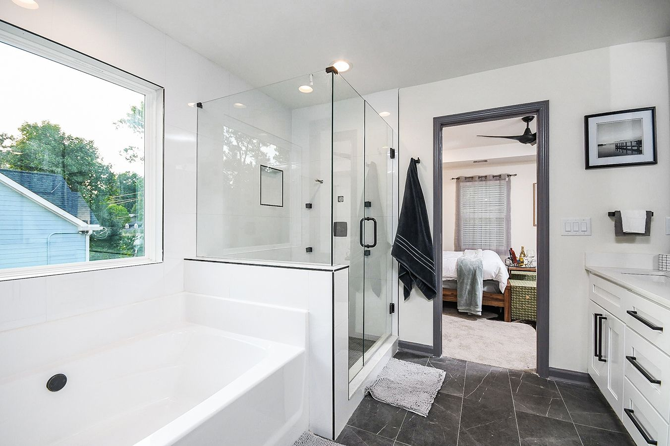 Upper_Level_Master_Bathroom_view7.jpg