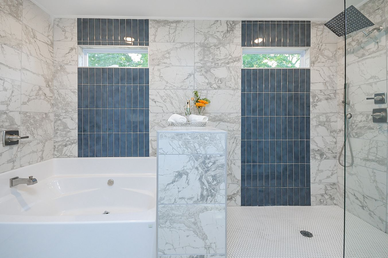 Upper_Level_Master_Bathroom_view5_.jpg