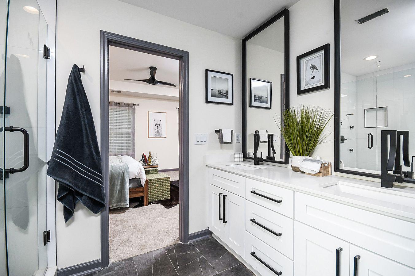Upper_Level_Master_Bathroom_view8.jpg