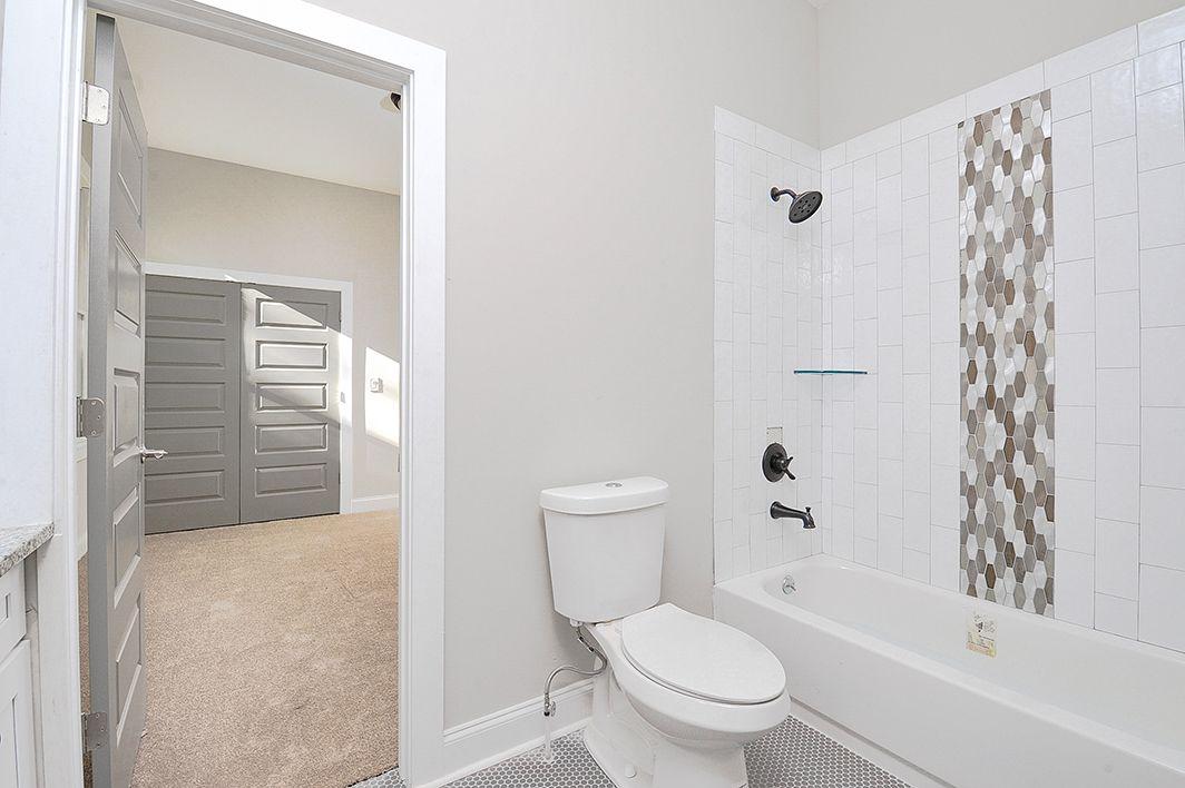 Jack_And_Jill_Full_Bathroom_view3.jpg