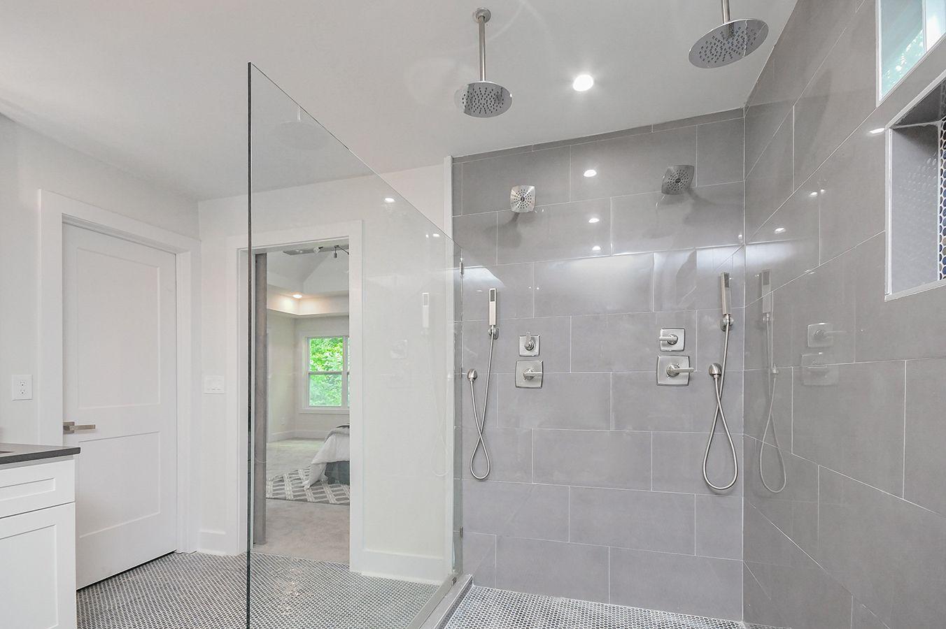 Upper_Level_Master_Bathroom (2).jpg