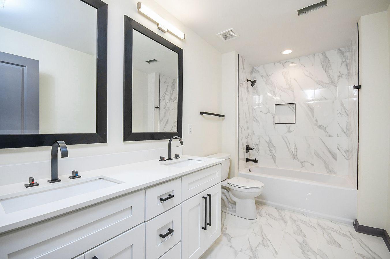 Upper_Level_Full_Bathroom.jpg