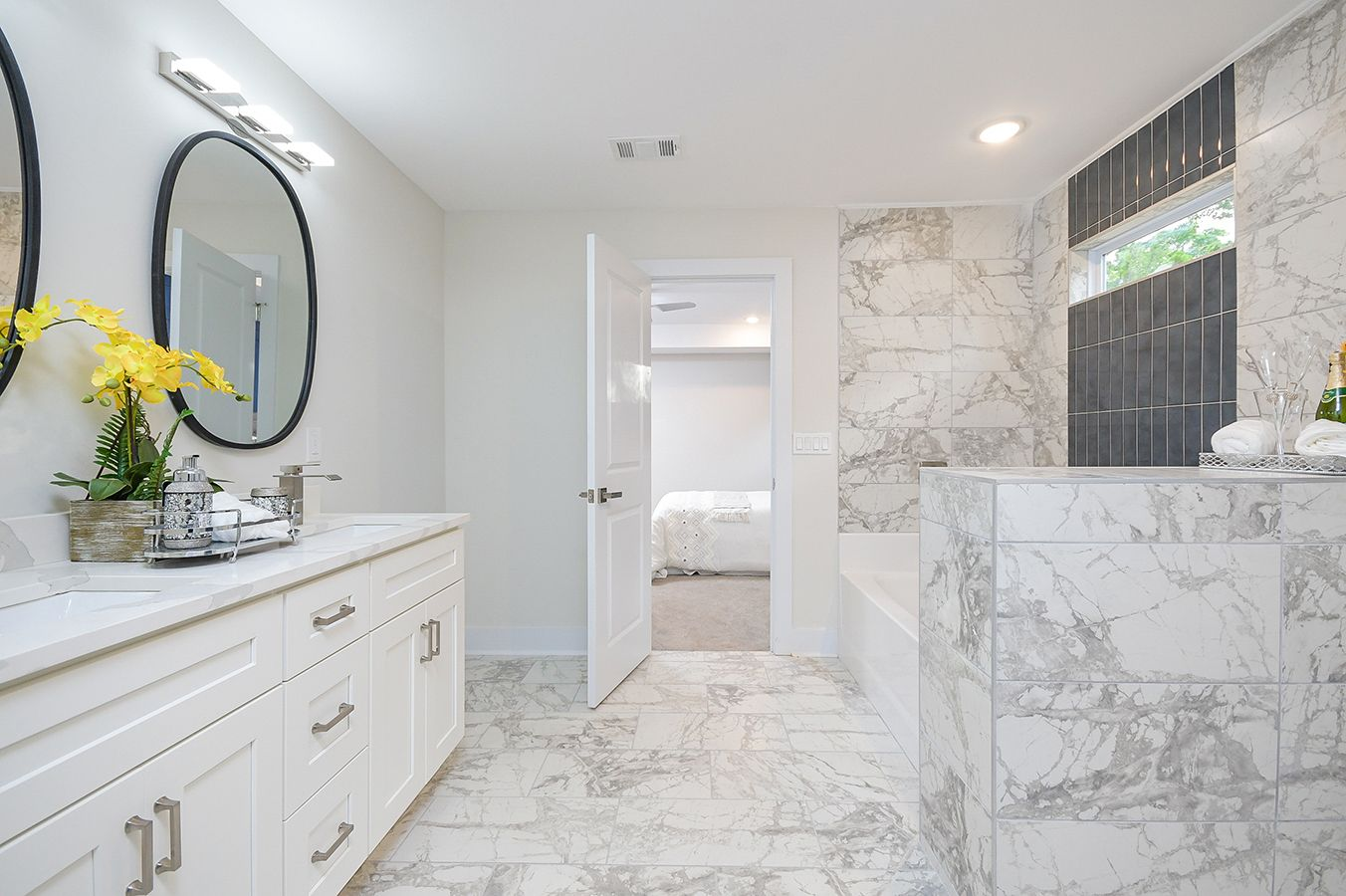 Upper_Level_Master_Bathroom_view4.jpg