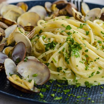 An image of pasta and clam shells.