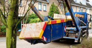 Image of a truck lifting a bin full of recycling