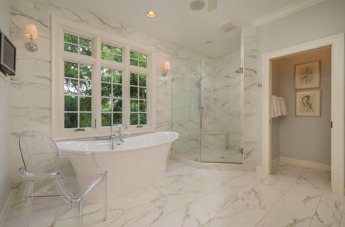 Master+bath+with+tub+&+shower-40.jpg