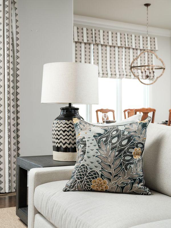 Family+room+closeup+pillows,lamp,window_12.jpg