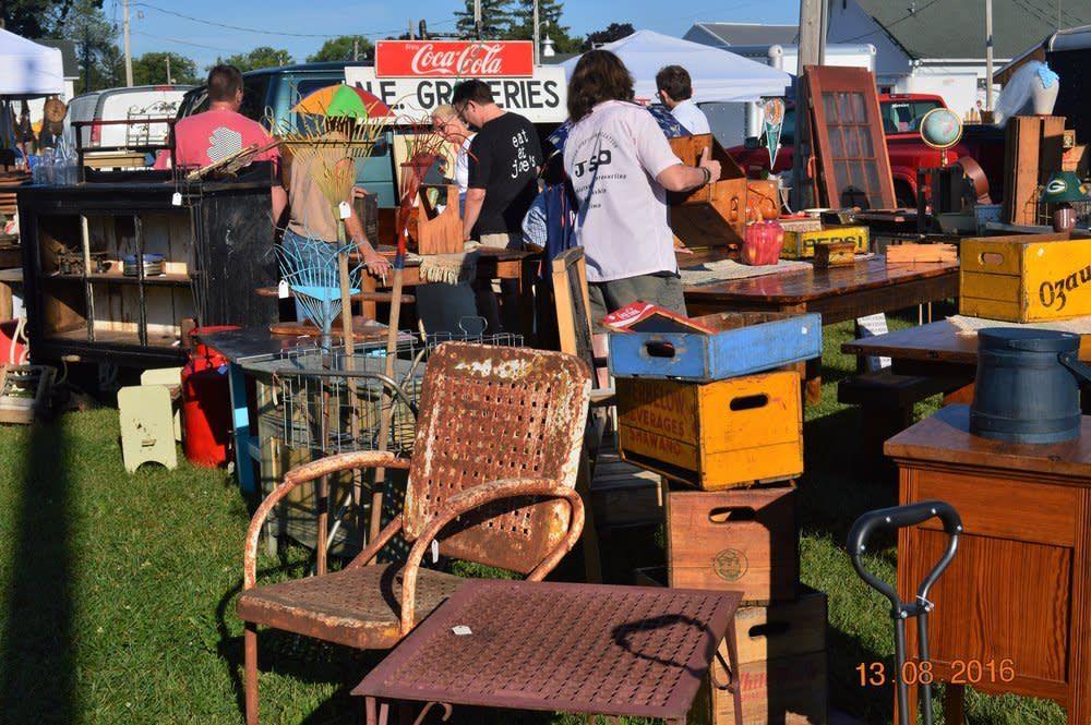 antique-flea-market-2_5BBCA5C4-BD66-4C4C-8BBDAC0E64789DF6_7098a651-26ba-4c2a-9cfe88921441dbbc.jpg