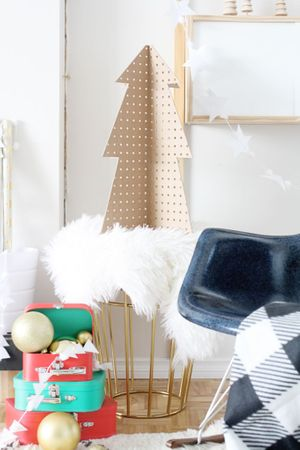 pegboard-christmas-tree-hellolidy-christmas-decoration-ideas-1535635369.jpg