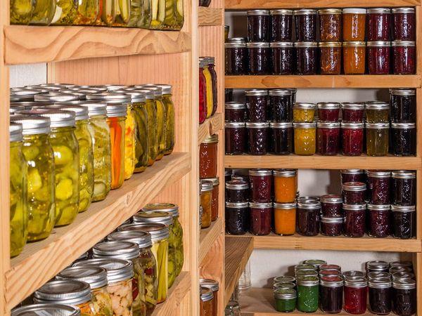 Laurel Kitchens in LA offers dry storage