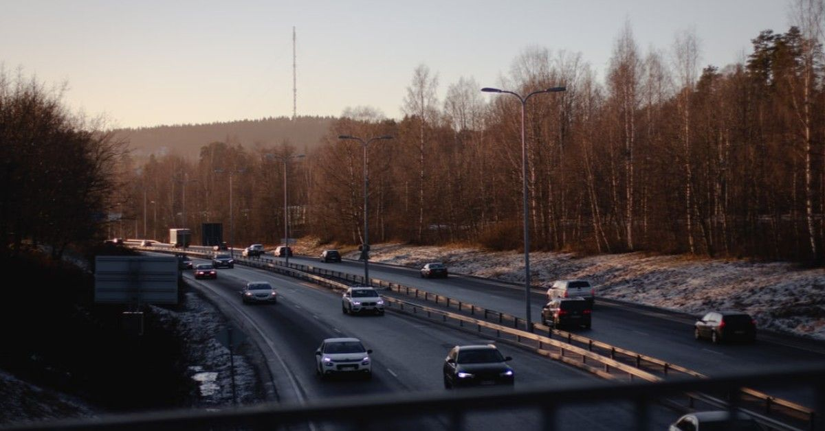 Image of cars on the interstate