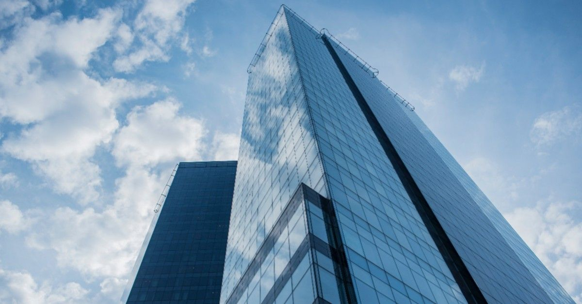 Tall building exterior cleaning