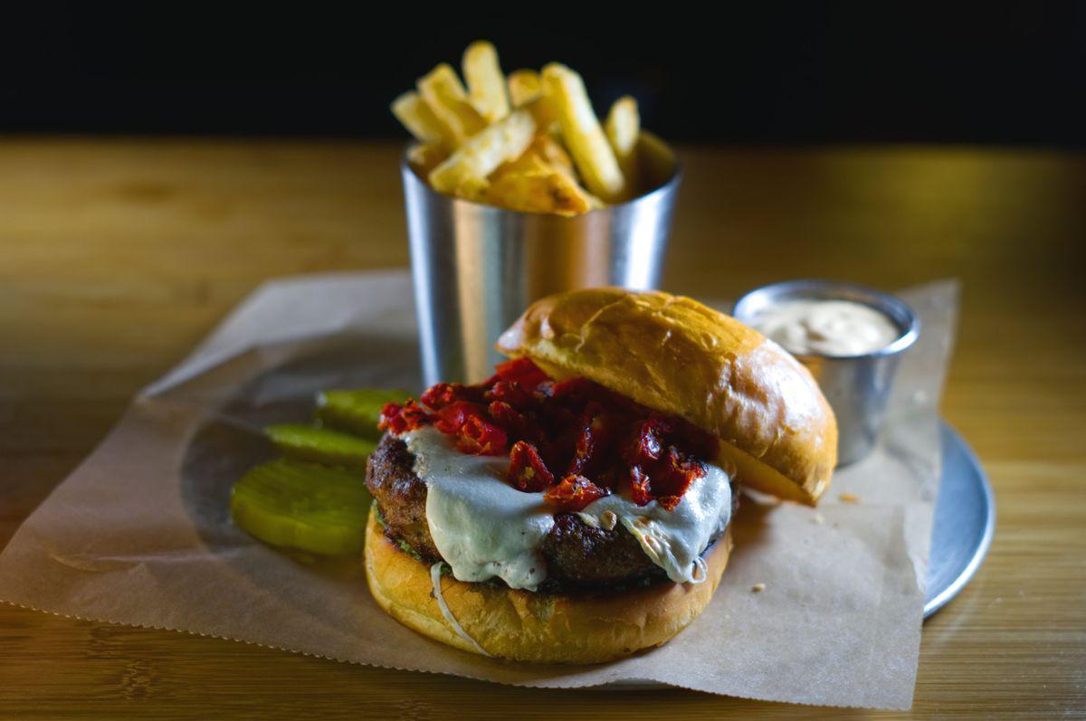 DSC05584+pesto+burger+01.jpg