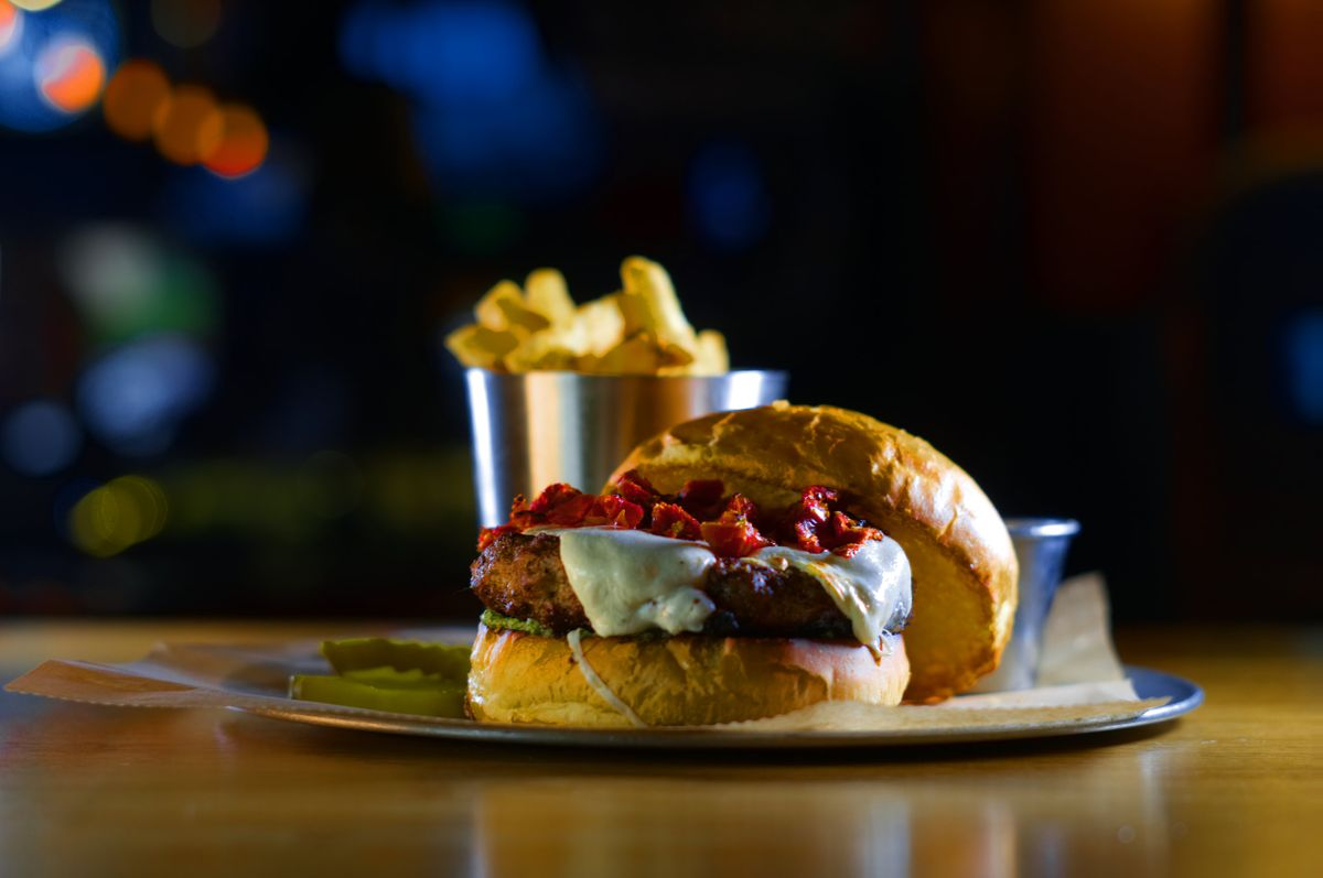 DSC05588+pesto+burger.jpg
