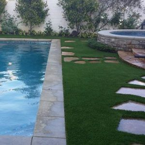 synthetic-turf-installation-5d6e7ef58305d-300x300.jpg