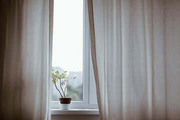 curtains-1854110_640-1.jpg