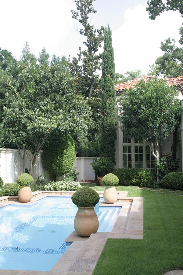 Tuscan Garden-vert-2.png
