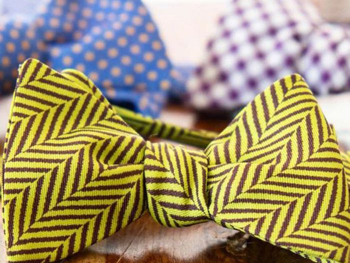 A picture of a brightly colored bow tie.