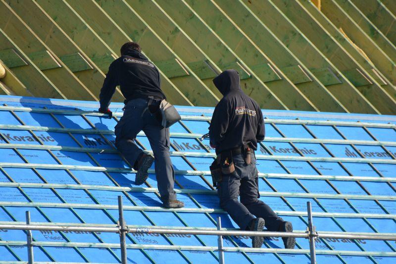 canva-roofers-job-people-roof-MACVcge03TM-5cc9e4fedefb5.jpg