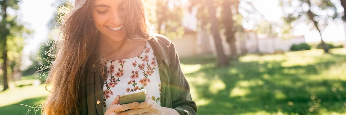 5 Reasons to Sell a Service via SMS Texting-Featured.jpg