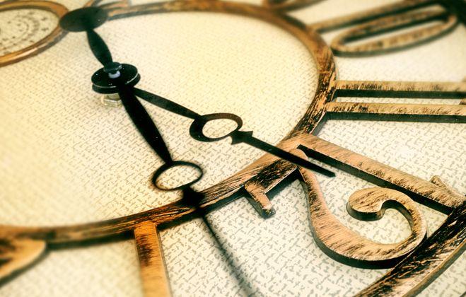 clock_111186194 (2).jpg