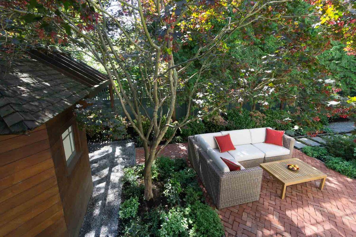 ANDLC-Stovall peastone and brick patio.jpg